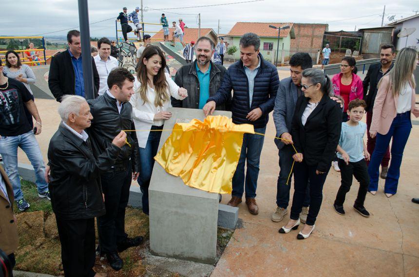 Com a presença do governador, São João do Ivaí inaugura praça e pista de skate