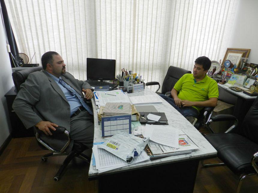 Artagão Júnior confirma na Educação recursos para reforma de telhado de escola em São João do Ivaí