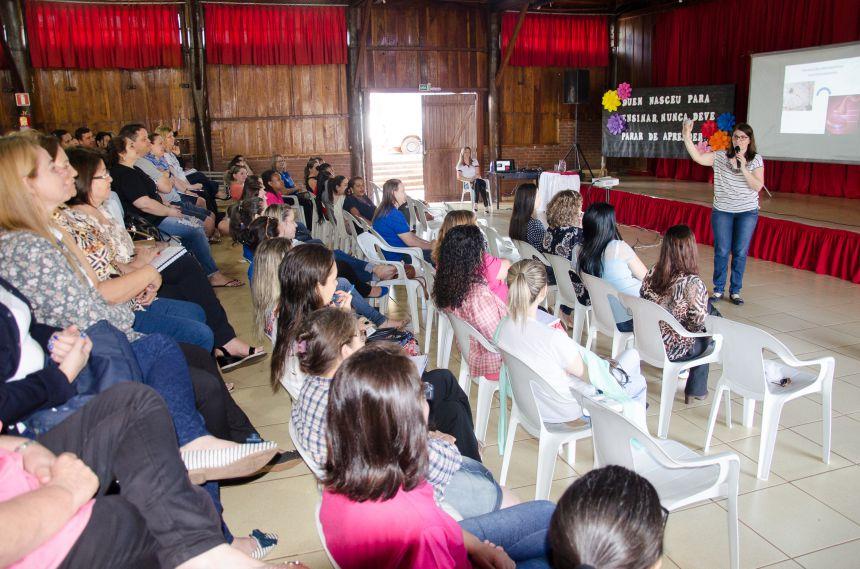 Professores recebem formação sobre Medicalização no Contexto Escolar