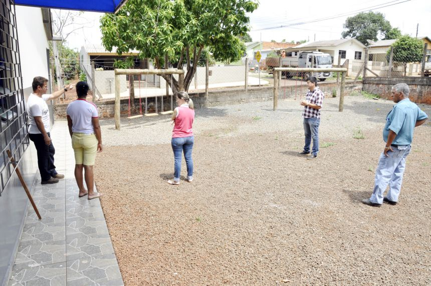 Prefeito Hidek recebe reivindicações da Escola Municipal Santa Terezinha