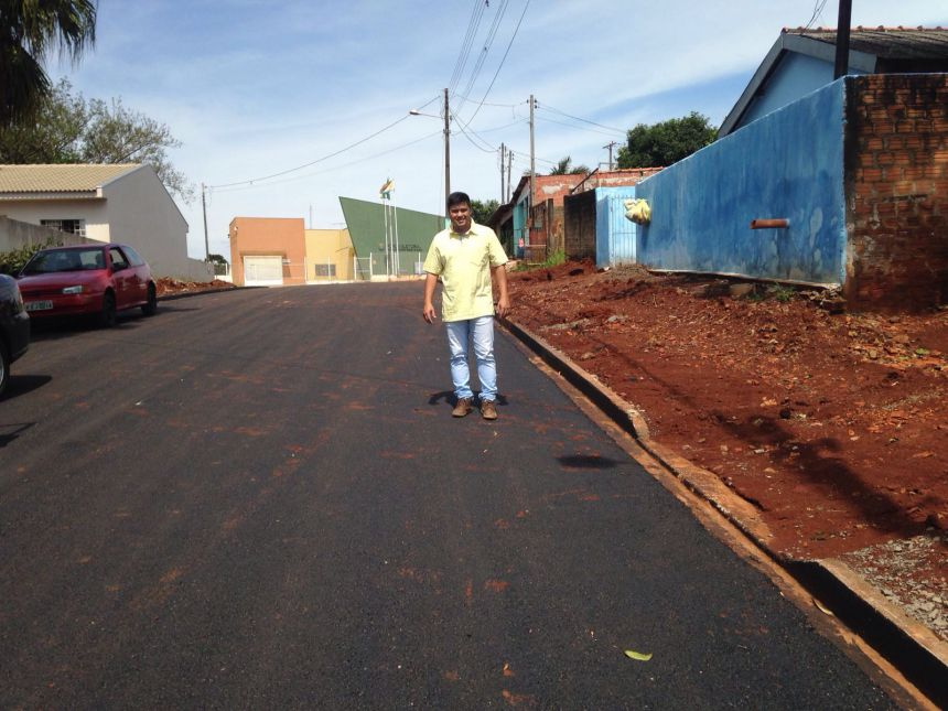 Prefeitura leva asfalto aos bairros Jardim Ivaí e Santa Terezinha