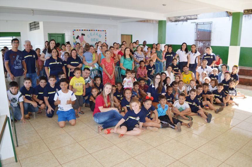 Prefeitura de São João do Ivaí distribui tênis para alunos da rede municipal