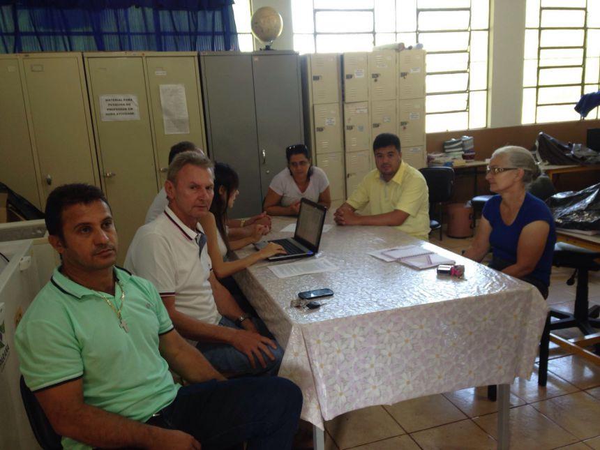 Prefeito visita escola do Distrito de Luar e anuncia melhorias para os próximos dias