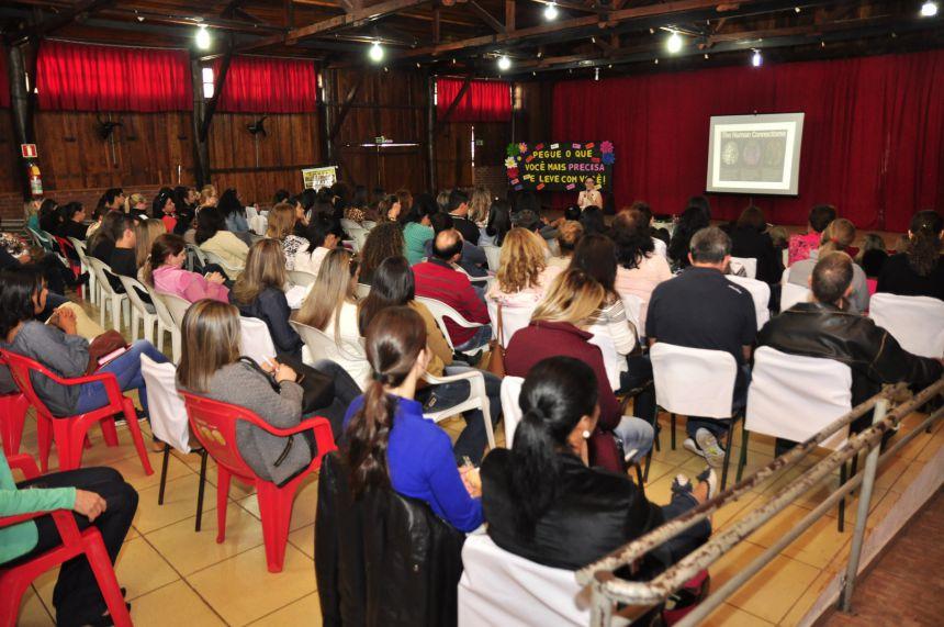 Professores participam de capacitação para retorno às aulas em São João do Ivaí