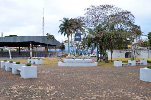 Praça da Bíblia ganha monumento e serviços de arborização e jardinagem
