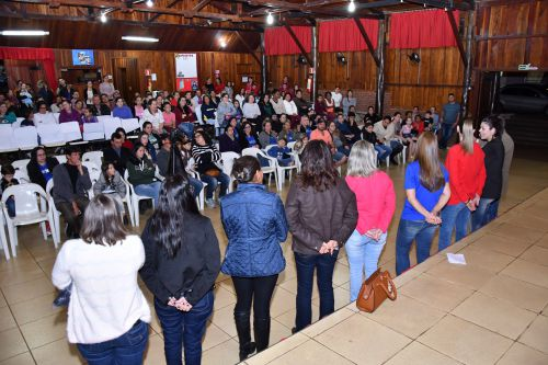 Prefeitura de São João do Ivaí entrega uniforme padrão para alunos da rede municipal e Apae