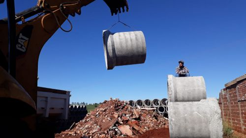Prefeitura adquire tubos de concreto para construção de galerias no Conj. Alceu Marcos