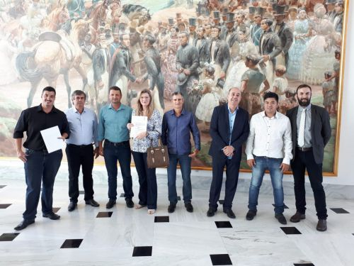 Governo do Estado contempla São João do Ivaí com trator agrícola