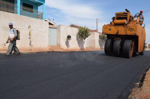 Ruas do Conjunto Alceu Marcos começam a receber pavimentação asfáltica
