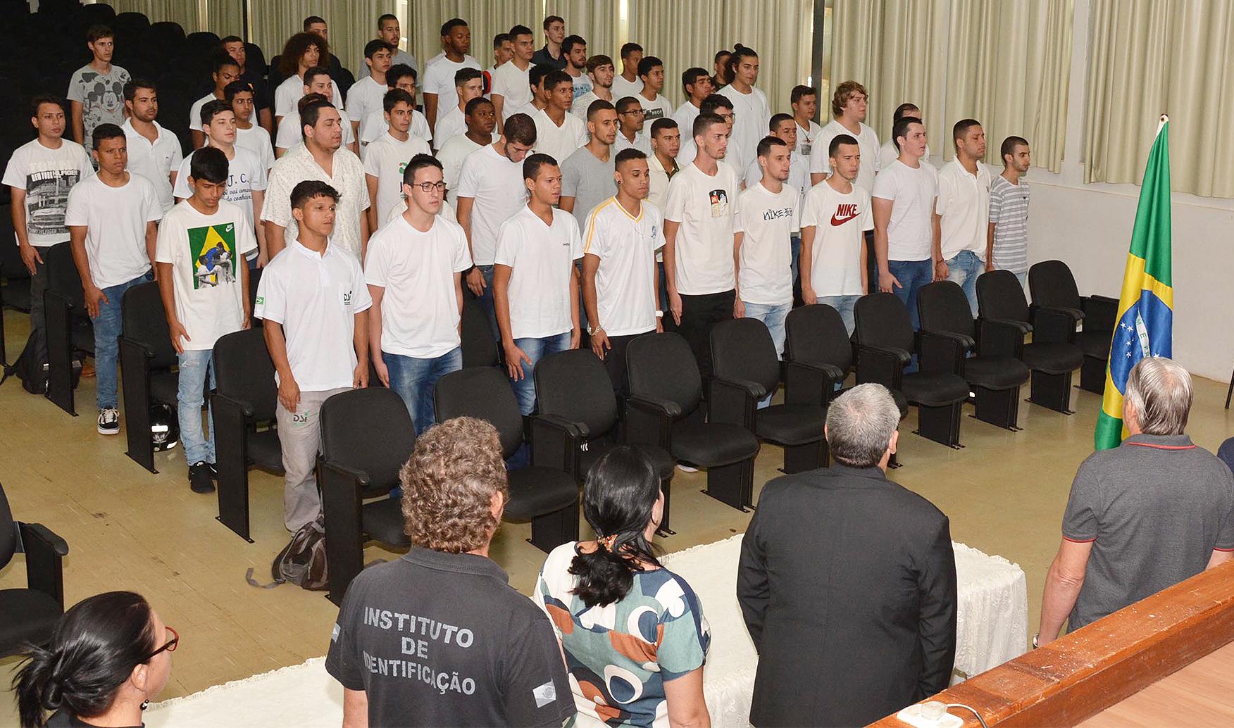 Junta Militar convoca jovens alistados em 2019 para Juramento à Bandeira