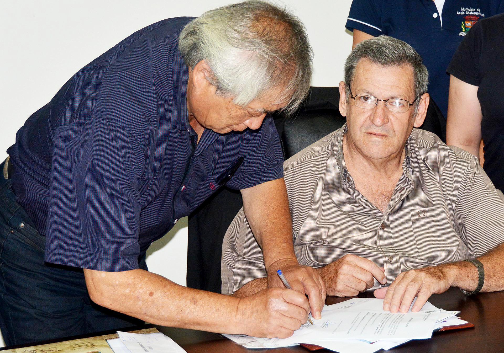 Prefeito assina ordem para construção da Estação de Transbordo