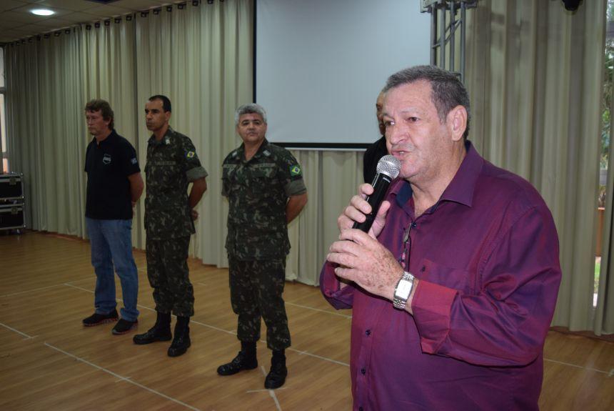Jovens dispensados do serviço militar recebem certificados
