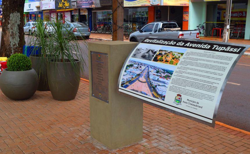 Avenida Tupãssi  ganha marco histórico