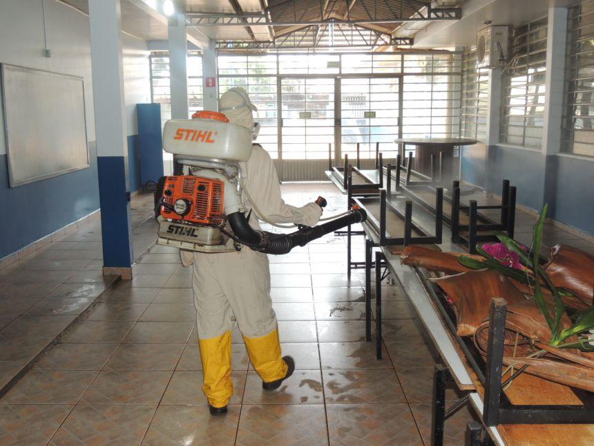 Escolas e CMEI´s de Assis passam por dedetização e limpeza