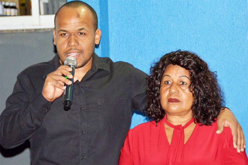 Filho (Herminho) e esposa (Maria) do homenageado participaram da inauguração