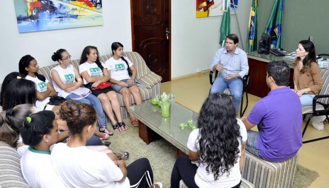 Adolescentes do Projovem de Bragantina foram recebidos no gabinete do prefeito