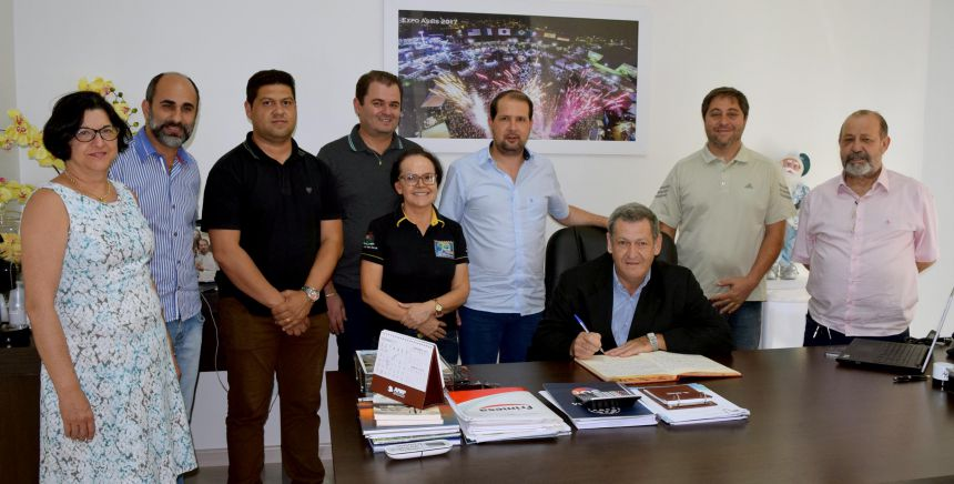 Micheletto viaja para Genebra e Pegoraro assume Prefeitura