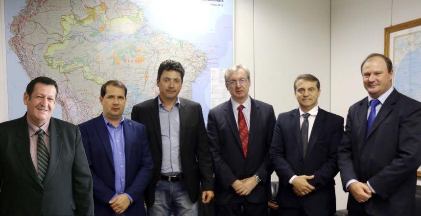 O prefeito em exercício, João Aparecido Pegoraro, acompanhou o Presidente da AMP, Marcel Micheletto