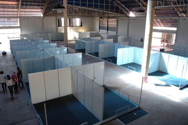 Montagem dos estandes na exposição interna, que vai abrigar 57 empresas e outros expositores