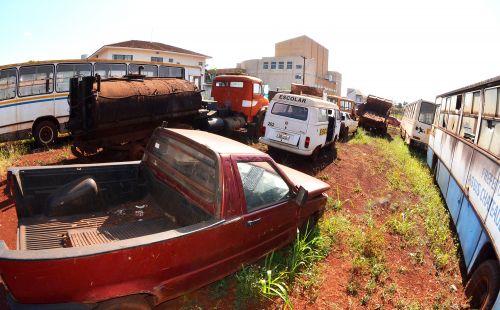 Leilão de veículos, maquinários e sucatas acontece terça-feira