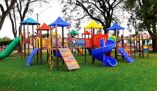 Praça Guarani recebe parque infantil