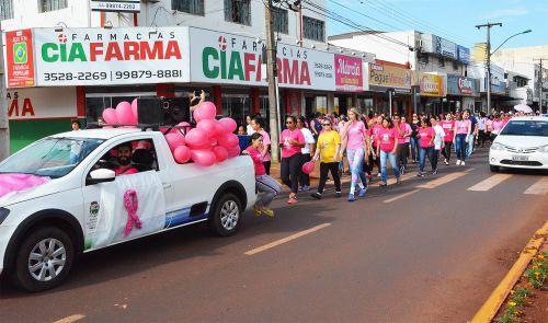 Caminhada abriu a campanha Outubro Rosa em Assis