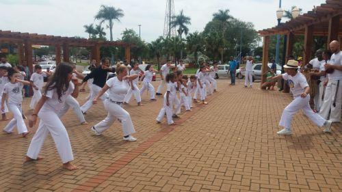 Encontro reuniu capoeiristas de 22 cidades em Assis Chateaubriand