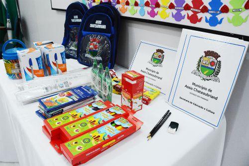 Prefeito garante materiais escolares e uniformes para toda rede municipal