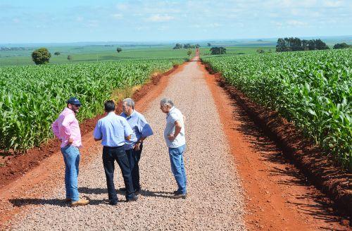 Investimento em estradas: Ramal Aroma recebe 6,8 quilômetros de pedra
