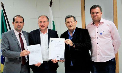 Pegoraro e Micheletto recebem liberação de R$ 7 milhões para asfalto e Teatro Municipal