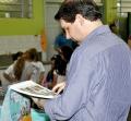 O prefeito Marcel Micheletto pessoalmente conferiu a qualidade do material repassado as crianças.