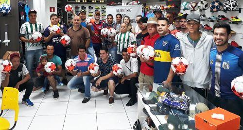 Todas as equipes foram contempladas com bolas para a disputa da competição