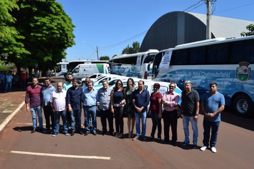 Micheletto entrega 12 veículos e anuncia pacote de investimentos