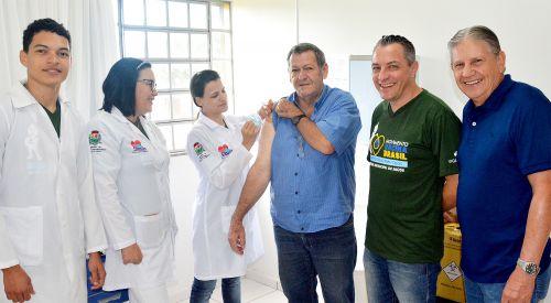 Assis Chateaubriand vacinou 1.256 pessoas no Dia D contra a gripe