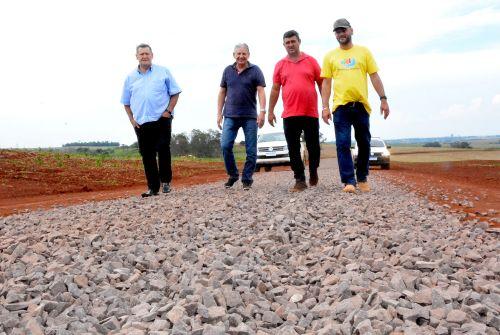 Prefeitura conclui solo brita em 6 km do Ramal Tupaciretã