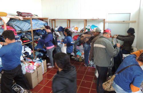 Secretaria de Assistência Social e da Mulher distribui roupas arrecadadas na Campanha do Agasalho