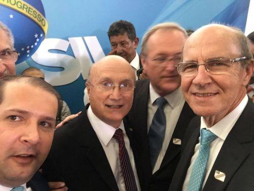 Prestigiando a posse do novo ministro da Justiça e Segurança Pública, Osmar Serraglio, ocorrida na terça-feira (7)