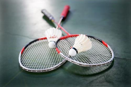 Secretaria de Esportes oferece treinos de Badminton