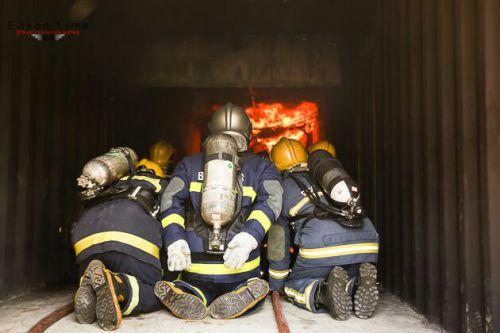Agentes de Defesa Civil participam de treinamento de combate a incêndio