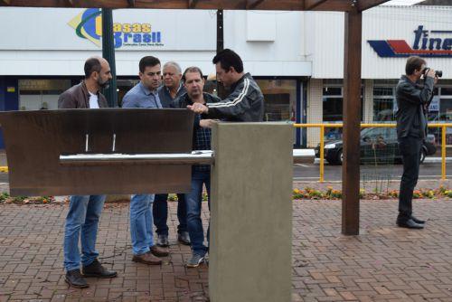 Sergio Souza visita obra de revitalização da Avenida Tupãssi