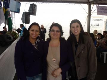 As participantes de Assis Chateaubriand Francielly e Ana Rosa, juntamente com a secretária Larissa Sayumi.