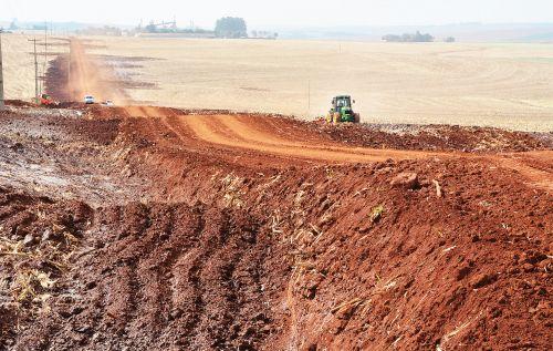Município promove adequações em estradas nas regiões de Bragantina e Encantado