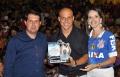 Em gratidão e por sua solidariedade, foi entregue capitão Alessandro um troféu