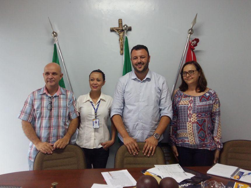 Em reunião, representantes da Prefeitura de Araruna e do SESC alinham detalhes finais do lançamento do projeto. Fotografia: Jhony de Oliveira Lima.