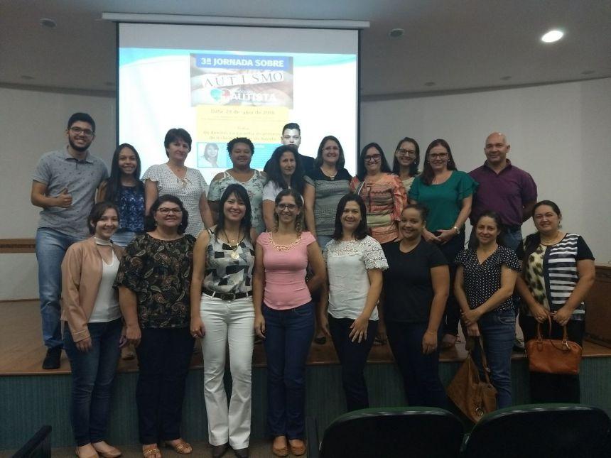Representantes de Araruna marcam presença na 3ª Jornada Sobre o Autismo. Fotografia: Roseli de Souza Martins.