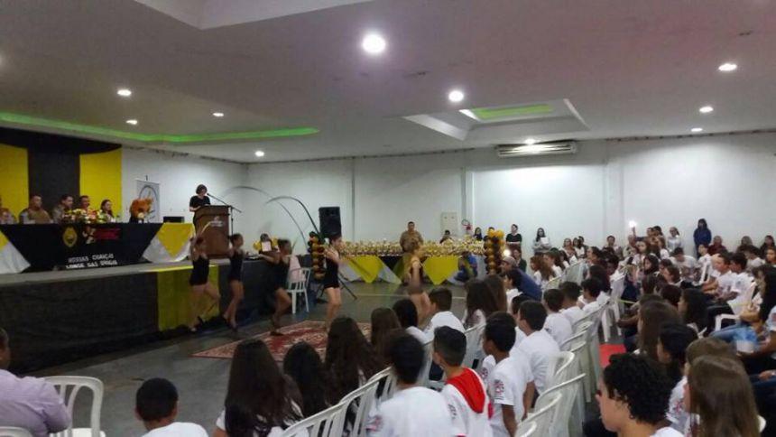 Secretaria Municipal de Educação e PM formam cursistas do PROERD em Araruna