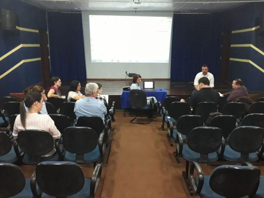 Servidores municipais participam de evento para regularização de construções da Educação; saiba mais