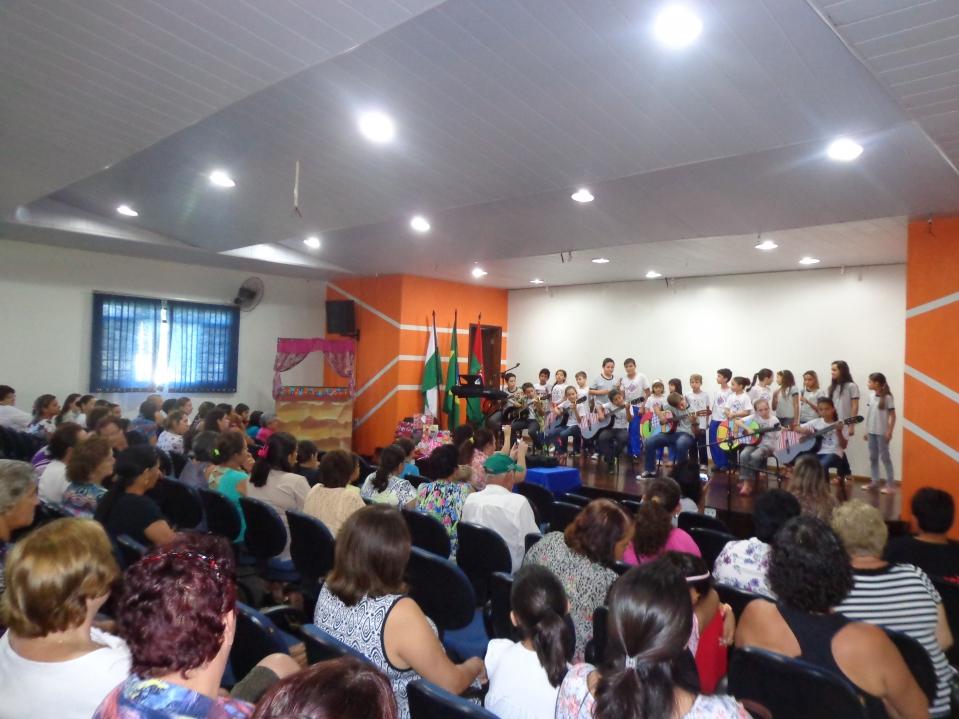 Prefeitura celebra o Dia das Mães com apresentações culturais