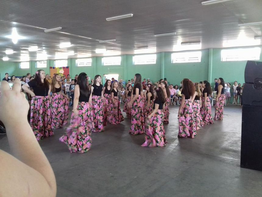 """Escola Abgail promove """"Festa da Família""""; veja fotos."""