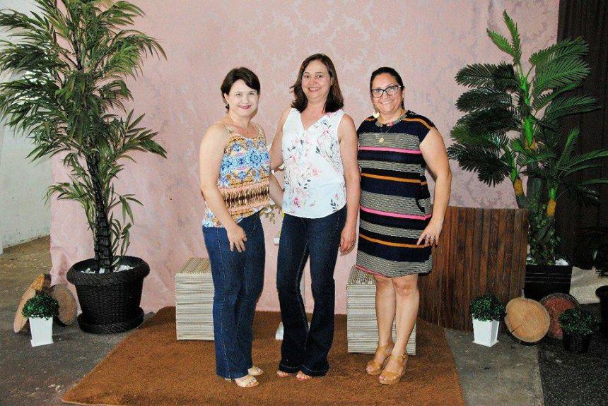 Da direita para esquerda: as Coordenadoras Educacionais da SME, Luciana da Silva Colle e Sueli Almeida Tabachini e a Secretária Municipal de Educação, professora Roseli de Souza Martins